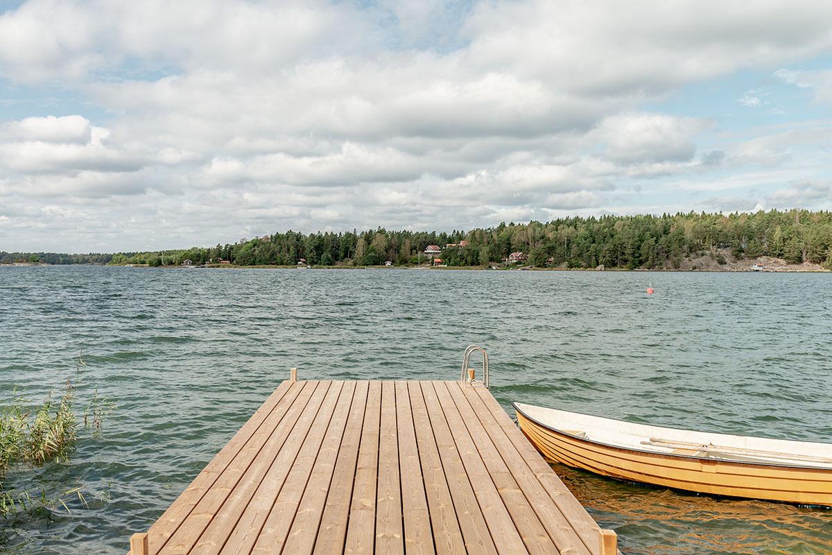 Egen brygga med roddbåt